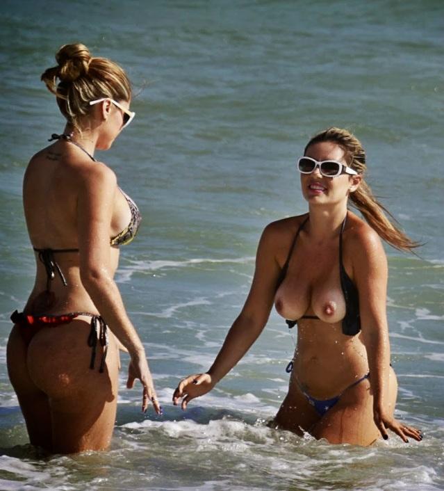 a-Fernanda-Araldi-Larissa-Gomes-Topless-Beach-4