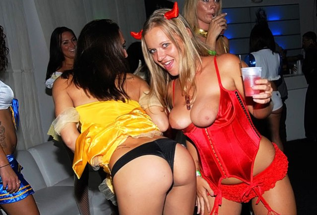 sexy_halloween_pics