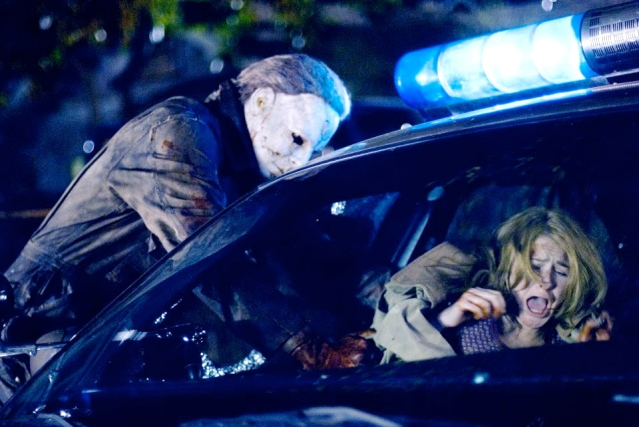 Tyler-Mane-Michael-Myers-and-Scout-Taylor-Compton-Laurie-Strode-star-in-Rob-Zombies-Halloween.-Photo-by-Marsha-Blackburn-LaMarcaDimension-Films-2007-5-960x642